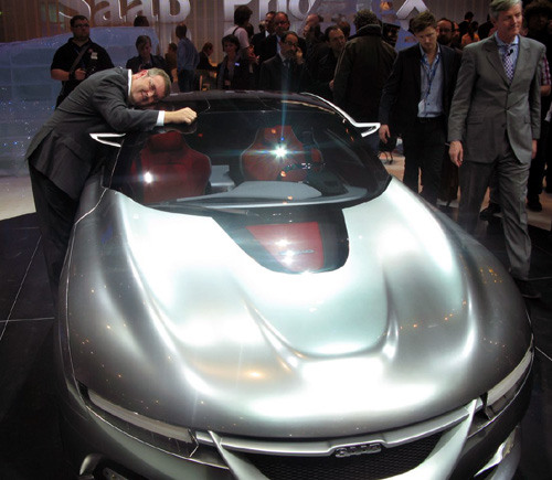 Swade Hugs the Saab PhoeniX Concept Car