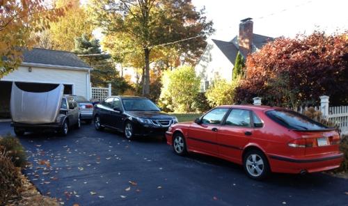 Saab pile up in driveway 800